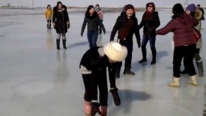 Ekspedisyon-40-Buzda-Futbol-Maçı-Expedition-40-Picnic-on-the-Ice | Atlas |