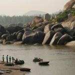 Hindistan'ın Hampi şehrinde yer alan Tungabhadra Nehri üzerinde yüzyıllardır yuvarlak…