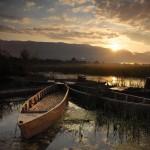 Akşam güneşi, Afyon'un Eber Gölü'nde ışıldıyor. Birazdan Sultan Dağları'nın ardında…