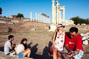 Antikçağın Gözdesi Pergamon, eski çağlardaMysiabölgesinin önemli merkezlerinden biriydi. Kent, Pergamon Krallığı'nın başkentiydi.Pergamon'da ilk araştırma ve kazı çalışmalarına 1878'de başlandı. Kazılar ve onarım çalışmaları günümüzde de sürüyor.Bergama Akropolü yerli ve yabancı turistler için bir çekim merkezi.