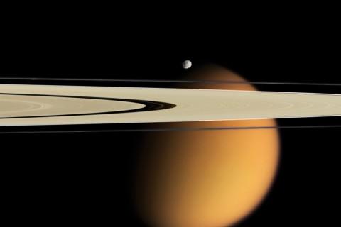 Titan: Halkaların Ötesinde