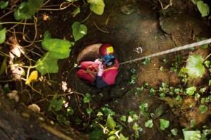 Ekip, Bartın'a bağlı Kurucaşile çevresindeki ormanın içinde kaliteli taş işçiliğiyle döşenmiş bir kuyuyla karşılaştı. Kuyu kesintisiz şekilde tam 40 metre derinliğe kadar iniyor ve burada geniş bir suyoluna ulaşıyordu. Kuyunun, geçmiş dönemlere ait bir yeraltı kanal sisteminin havalandırma bacası olduğu tahmin ediliyor; fakat insan yerleşimine dair bir belirti de yok. Kuyuya ekibin en ince üyesi Havva Çoltu girdi.