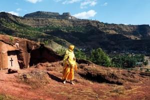 Etiyopya'nın kuzeyinde Lasta Dağları arasında yer alan Lalibela şehrine gelen Hıristiyan hacılar bölgedeki tarihi kiliseleri gün içinde dolaşarak ibadet ediyorlar.