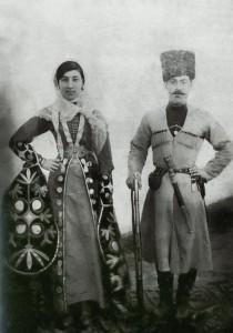 Yıl 1900. Ahlovo köyünden (Nijni Kurp, Kabardey Balkar Cumhuriyeti) Taujan Ahlo, erkek kardeşi Ahlo ile birlikte.