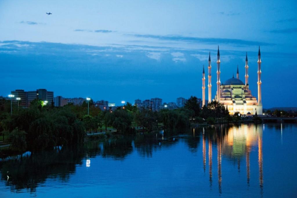 Adana, Nehrin Tacı