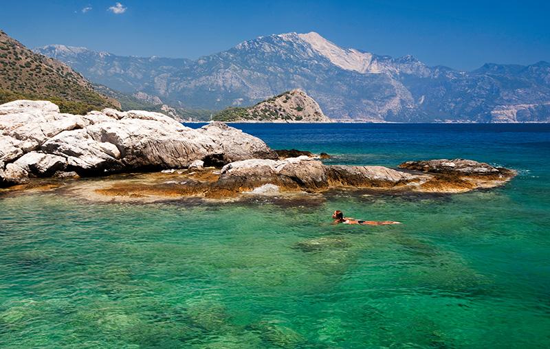 Fethiye'de, Belceğiz Körfezi'nin Gemiler Koyu, çam ve zeytin ağaçlarıyla çevrili; sakin ve güzel bir denizi var. Fotoğraf: Cüneyt Oğuztüzün