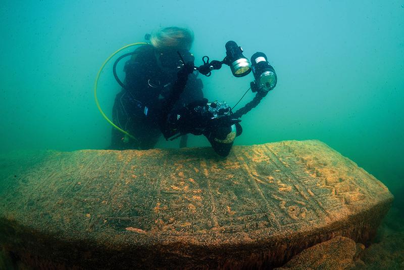 Araştırmalar sonucu iskelede kullanılmış taşların Van-Bitlis yolunun güneyinde yer alan Selçuklu Mezarlığı'ndan söküldüğü anlaşıldı.
