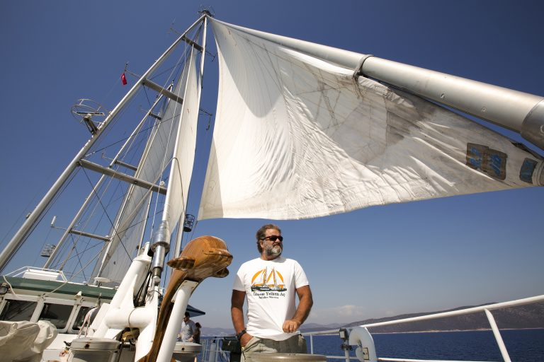 Atlas, Rainbow Warrior'daydı