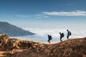 Men-Hiking-in-KEEN-Versatrail | Atlas |